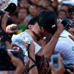 Ciuman Massal Ala Anak Muda Bali